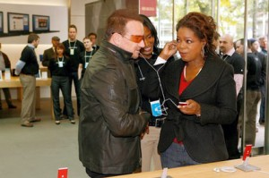 Oprah Winfrey and Bono from U2 at Apple Store listening to (PRODUCT) RED iPod nano