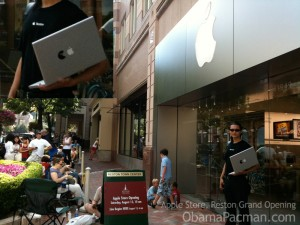 Obama Pacman Writer, wearing Apple Reston Store T-Shirt before the store opened