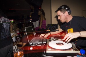 Mac user DJ AM scratching, using both turntable and Mac
