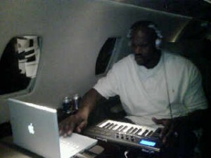 Shaq, Shaquille O'Neal, using his Apple Mac Laptop in flight