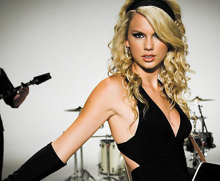 Taylor Swift is a popular country pop singer, songwriter, and guitarist.