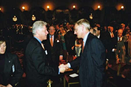 Bill Clinton and Carl Bildt in a meeting