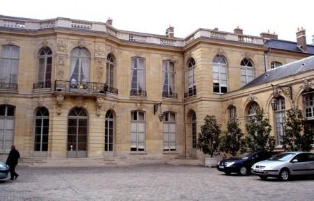 Le perron de l'Hôtel de Matignon (photo Frédéric de Goldschmidt)