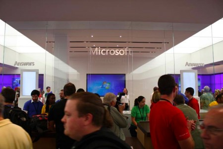 Microsoft Store Answers Suite aka Guru Bar, Answer Bar, Genius Bar wannabe (credit: Gizmodo)