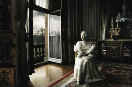 Queen Elizabeth II official portrait wearing fur and tierra, Annie Leibovitz
