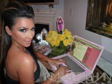 Kim Kardashian Mac Celebrity Girl, pink Apple MacBook Pro laptop