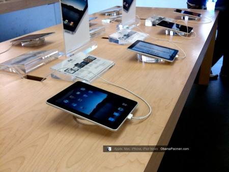 Reston Apple Store, iPad launch day tablet demo 0440