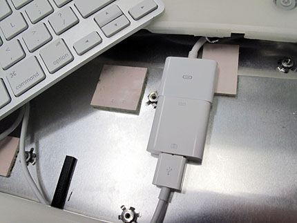 Camera Kit USB port, retro Apple iBook DIY iPad Stand Mod