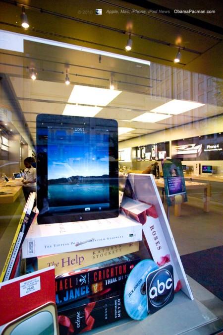 Huge Giant Apple Store iPad needs Jailbreak Me