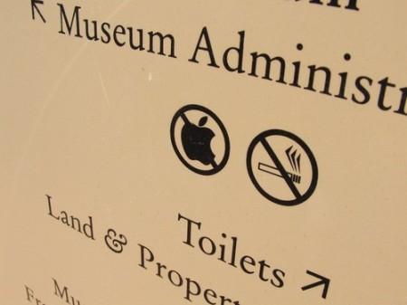 Museum Graphic Design Fail, no Apple