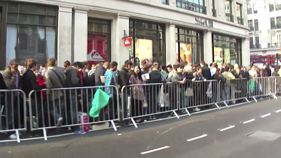 Ipad 2 Line London Regent Street Apple Store Obama Pacman
