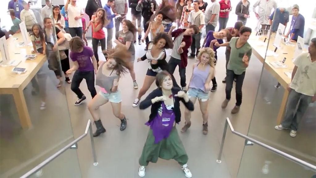 Disney Lemonade Mouth Cast Mini Flash Mob Dance At Apple