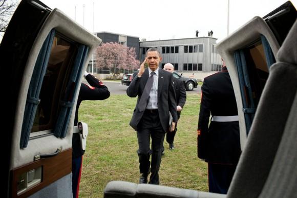 President Barack Obama iPad 2 Marine One