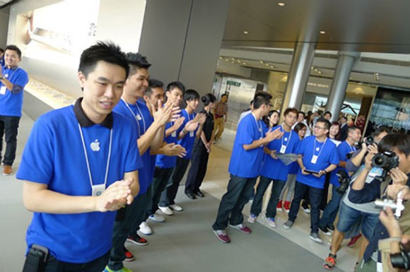 Employees cheering, Apple Store Hong Kong