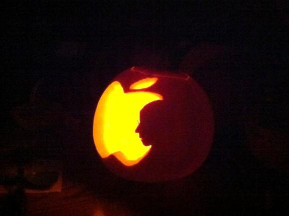 Steve Jobs Jonathan Mak tribute as halloween carved pumpkin