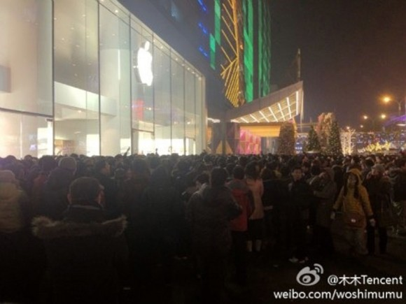 Apple Store China iPhone 4S Line Xidan Joy City